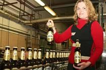 Manažerka značky Louny Daniela Klančíková představuje novou podobu oblíbeného moku.