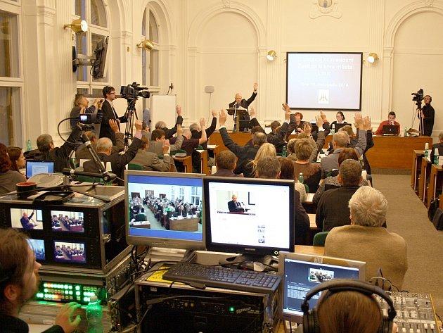 Na internet bylo zatím  přenášeno jen ustavující jednání lounských zastupitelů.