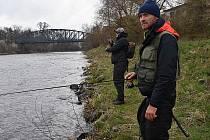 Zahájení rybářské sezony na pstruhových revírech si mezi Žatcem a Nechranicemi nenechaly ujít desítky rybářů. Byl mezi nimi i Jakub Vágner.