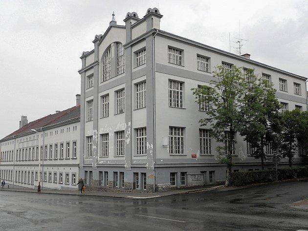 Horní část areálu bývalých papíren vŽatci, kde má vzniknout  depozitář tamního muzea.