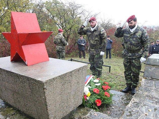 Památník padlým partyzánům v Mělcích u Loun.