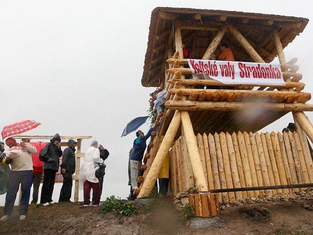 Slavnostní otevření rozhledny ve Stradonicích.