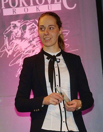 Cyklokrosařka Martina Mikulášková si odnesla menší trofej za třetí místo vkategorii jednotlivci dospělí