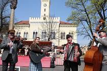 Centrální Mírové náměstí v Postoloprtech při velikonočním jarmarku