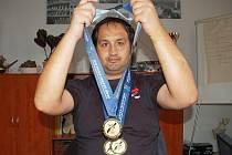 Zdeněk Mucha s cennými trofejemi z Jižní Koreje