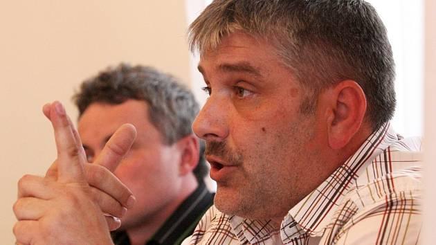 Pavel Aschenbrenner na zasedání žateckých zastupitelů ve středu 8. dubna 2009.