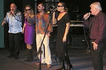 Loňský Vánoční koncert Jaroslava Kleina (uprostřed) v lounském divadle.