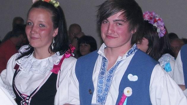 Tanečníci v krojích Petr Stejskal a Aneta Bicková