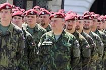 Slavnostní nástup vojáků 4. brigády rychlého nasazení v Žatci. Archivní foto