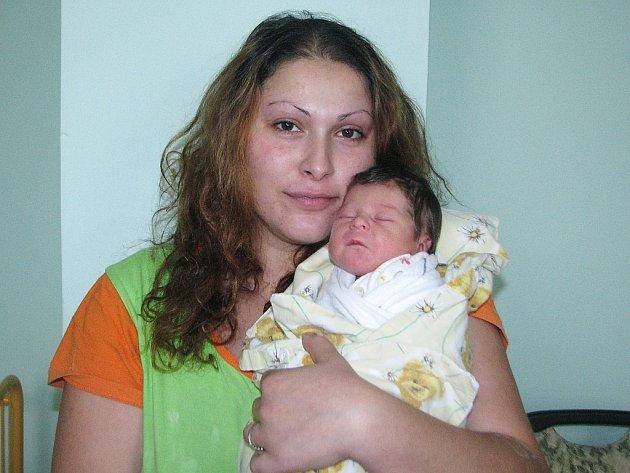 Mamince Janě Oláhové z Břvan se 24. října 2012 narodila dcerka Karolína Pitrmanová. Vážila 2,64 kg a měřila 46 cm.