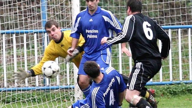 FK Postoloprty (v modrém) - Březenecká Chomutov 5:0.