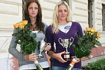 Sestry Karolína (vlevo) a Kristýna Plíškovy na návštěvě Loun v roce 2010