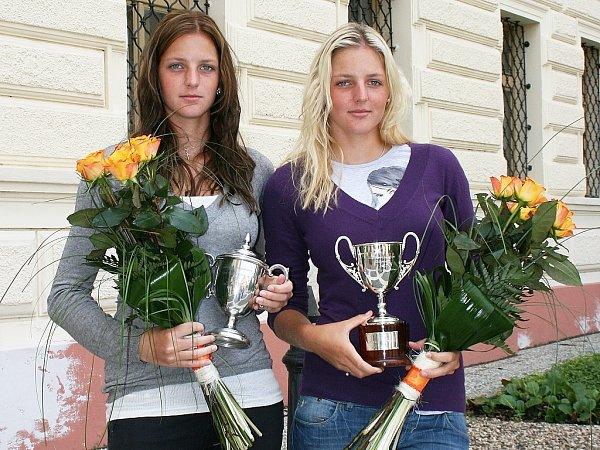 Sestry Karolína (vlevo) a Kristýna Plíškovy na návštěvě Loun vroce 2010