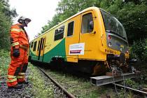 Vlak narazil do stromu a vykolejil, srpen 2010.