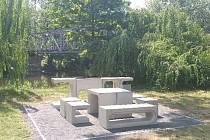 Grilovací místo v lounském parku.