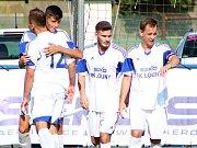 Fotbalisté Loun (v bílém) přehráli tým Srbic 4:1.