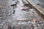 Ulice Pod Střelnicí v Žatci se po přívalovém dešti proměnila v řeku