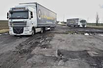 Plocha u plzeňské silnice na jižním okraji města Žatce, kde se naučili parkovat řidiči kamionů.