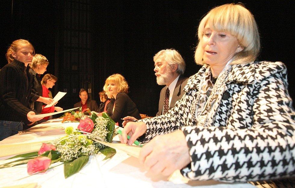 Herci ze seriálu Nemocnice na kraji města přijeli do Žatce uvést předpremiéru třetí řady.
