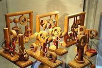 Výstava hlavolamů v lounském muzeu.