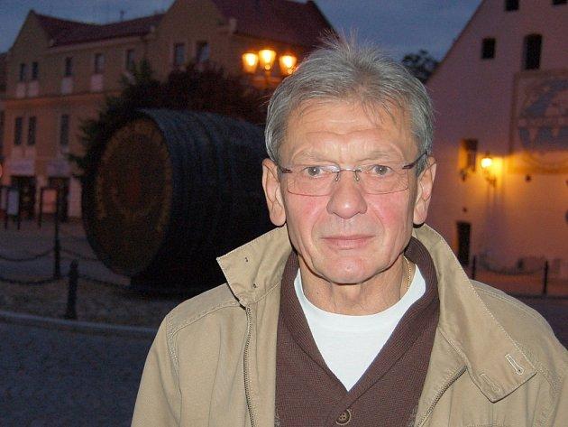 Trojkou na kandidátce komunistů pro předčasné parlamentní volby  je Karel Krčmárik ze Žatce.