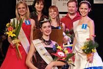 Klára Spurná z Jirkova vyhrála soutěž Dívka roku 2008, na druhém místě se s číslem osm umístila Jesika Šrotová ze Žatce, třetí skončila Blanka Skálová z Loun (vpravo).