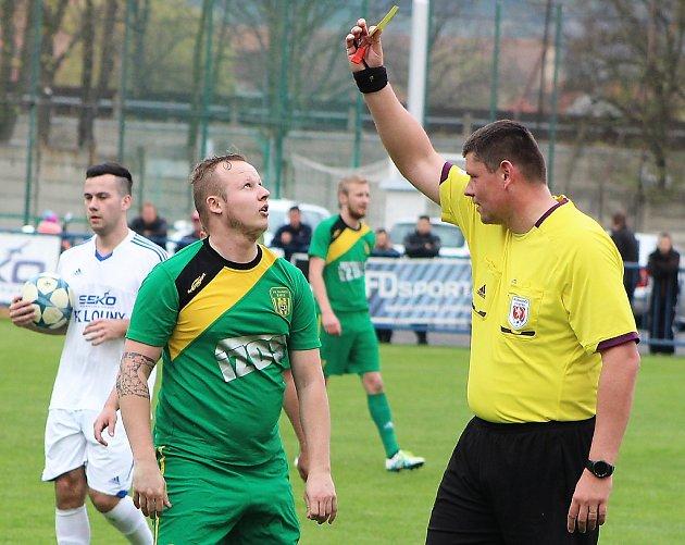 Fotbalisté Loun (vbílém) porazili Žatec.
