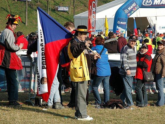 Příznivci Kamila Ausbuhera nechtějí chybět ani na MS v nizozemském Hoogerheide, kde se jede o víkendu mistrovství světa 2009. Jejich vlajky byly  vidět i loni v italském Trevisu.