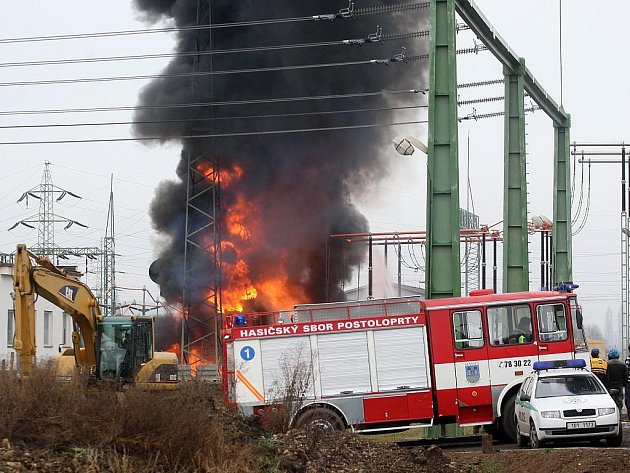 Požár trafostanice u Výškova na Lounsku