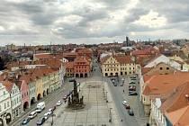 Náměstí města Žatce zdobí 47 metrů vysoká radniční věž.
