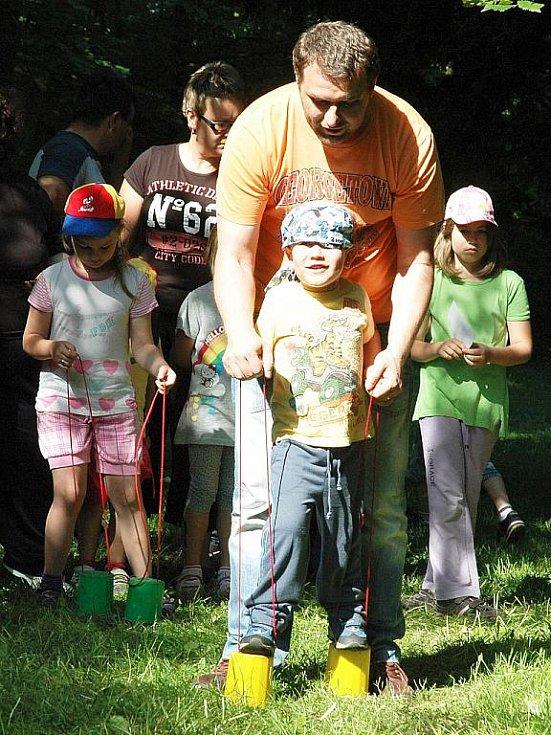 Dětský den v žateckém parku. Na snímku Jakub Mildner se svým tatínkem.