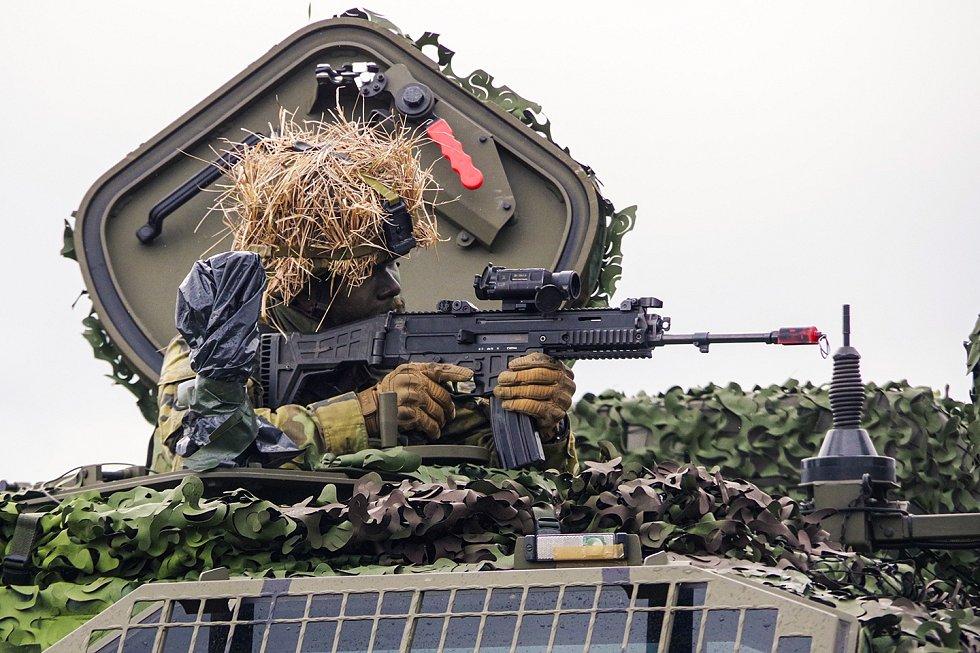 Desátník Lukáš Humlíček během výcviku.