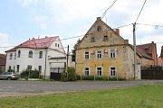 Bývalý statek v Siřemi, kde je umístěna Galerie Kafka a nový pivovar.
