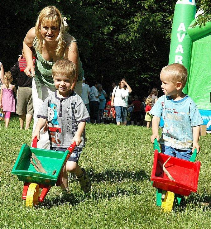 Dětský den v žateckém parku. Na snímku Matěj Fajkus (vlevo) a Eliáš Koníček