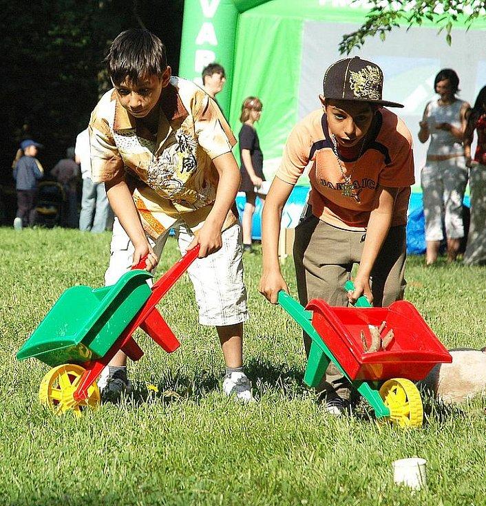 Dětský den v žateckém parku. Na snímku Patrik a Mário Lalikovi.
