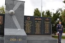 Památník letcům v Žatci. Ilustrační foto