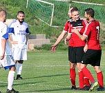 Fotbalisté Brné (červenočerné dresy) podlehli v dohrávce 17. kola krajského přeboru vedoucímu celku soutěže FK SEKO Louny 2:5.