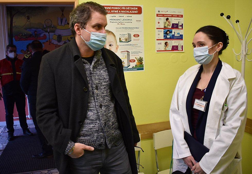Představitelé Ústeckého kraje si v pátek prohlédli očkovací centra, přijeli do Žatce i Loun. Nechyběl žatecký místostarosta a krajský radní pro zdravotnictví Radim Laibl.