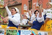 Průvod při sobotním Chmelfestu v Žatci.