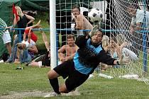 Brankář Jíra  tímto zákrokem v penaltovém rozstřelu  po finále s Výškovem rozhodl, že Staňkovice vyhrály 8. ročník fotbalového turnaje mikroregionu v Holedeči. Jíra se už postaral o postup do finále, neboť ve hře  kryl penaltu i Lenešicím.