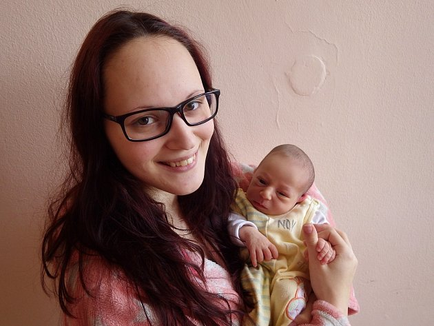 Amélie Němčáková se narodila 12. listopadu 2017 ve 13.11 hodin rodičům Adéle Unčovské a Jiřímu Němčíkovi z Podbořan. Vážila 2700 g a měřila 47 cm.