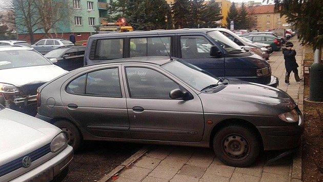 Nehoda vDružstevní ulici vŽatci