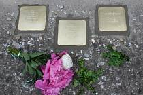 Kameny zmizelých v Peruci. Připomínají Helenu, Pavla a Iva Rosenbaumovi