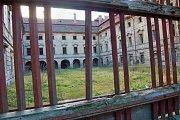 Nádvoří a průčelí zámku v Postoloprtech na archivním snímku