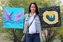 Alena Bojtarová ze Žatce se svými obrazy