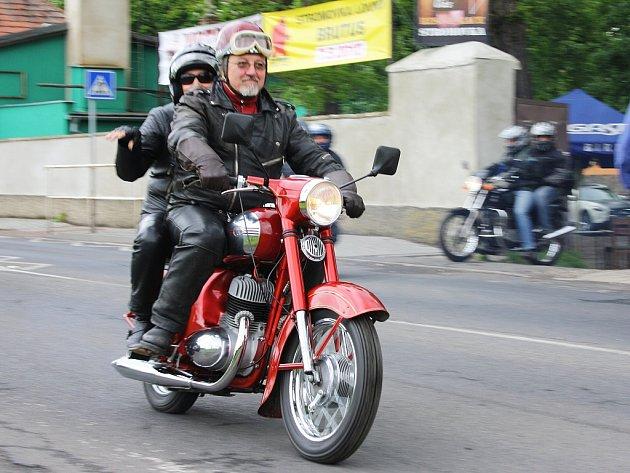 Motosraz veteránů Jawa v Lounech