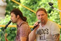 Hudebním vrcholem letošní slavnosti bylo vystoupení zpěváka Petra Koláře.