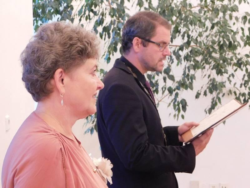 Žatecký unikát: jako oddávající působí u svateb matka se synem.