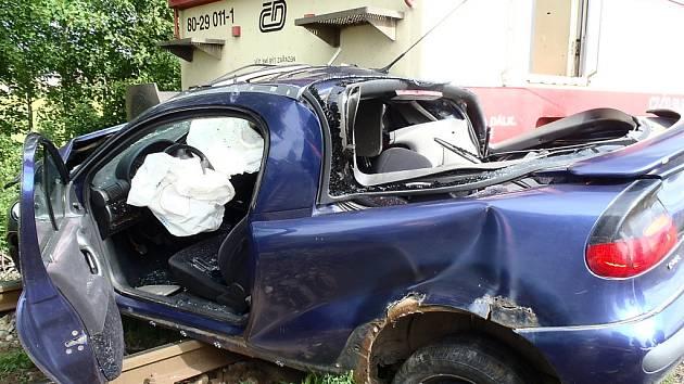 Srážka rychlíku s automobilem v Blatně na Podbořansku