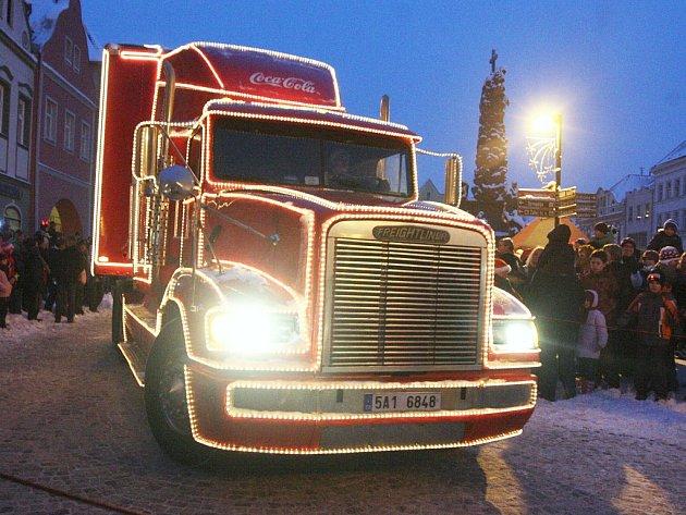 Zářící Coca-Cola kamion zavítal vroce 2011také do Žatce